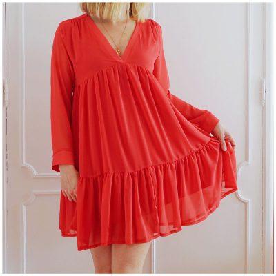 Robe courte glamour, légère. Coloris rouge coquelicot.