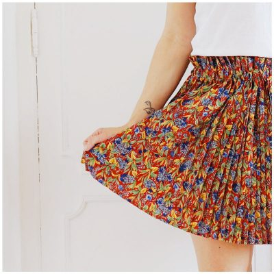 Jupe Allison courte, plissée et fleurie