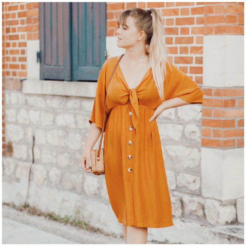 Liaofficiel porte la robe sahara couleur ocre