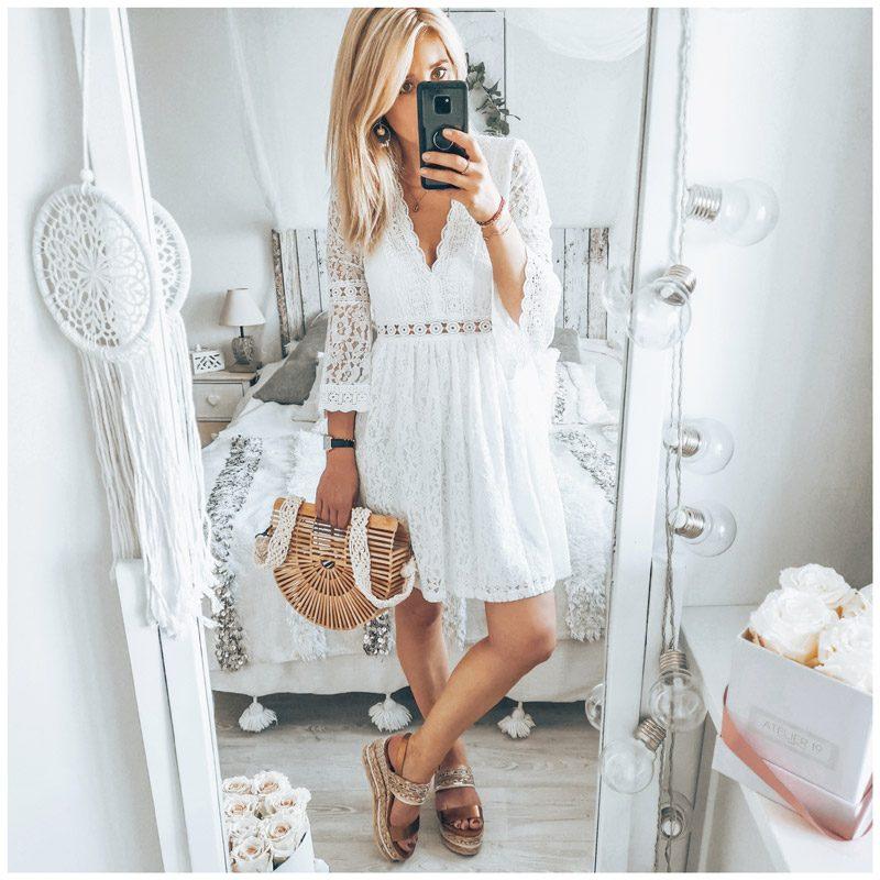 Marinegaby_ porte la robe Séléna en dentelle blanche