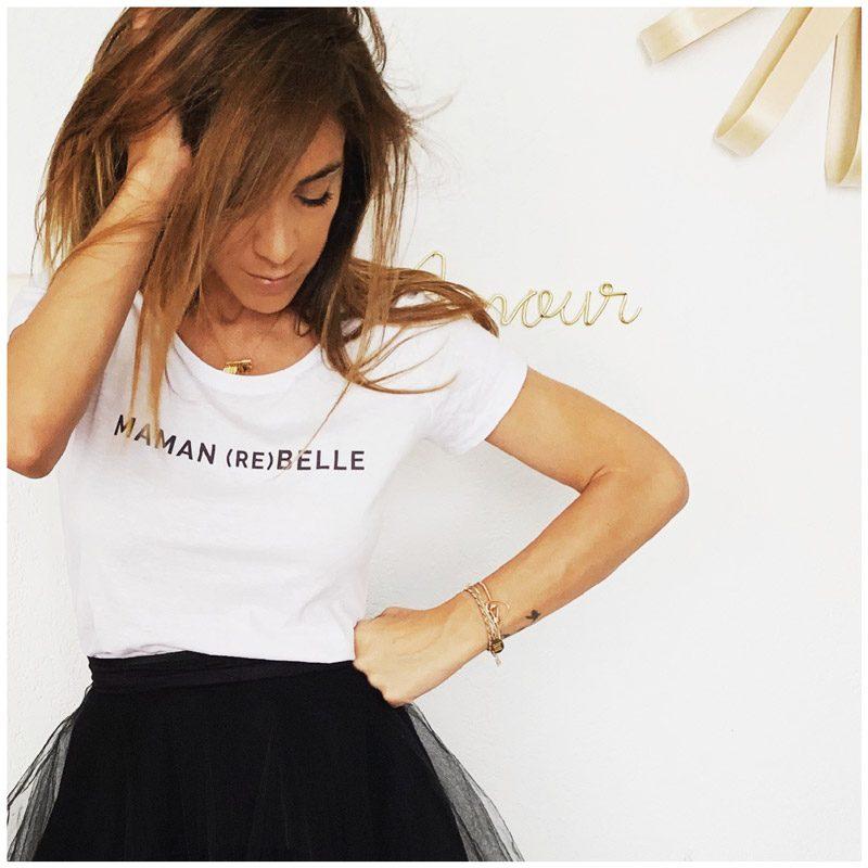 Tee-shirt maman rebelle de la marque Maia et Zoé, porté par Zoelamodeuze