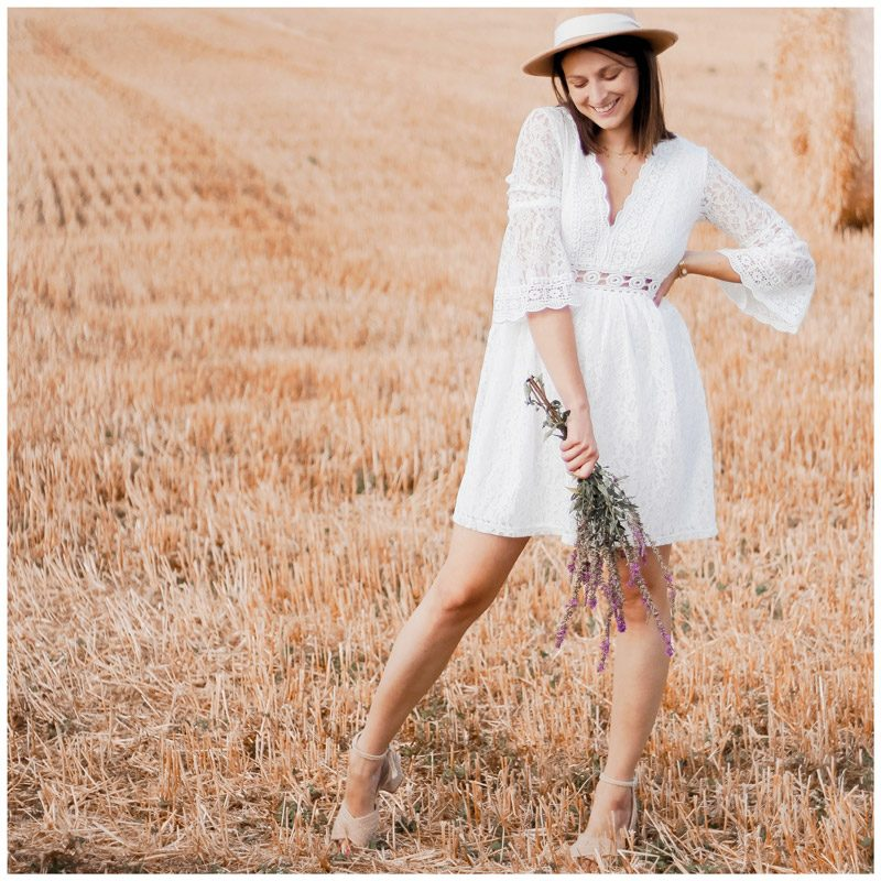 Elise.bgn porte la robe Séléna blanche en dentelle