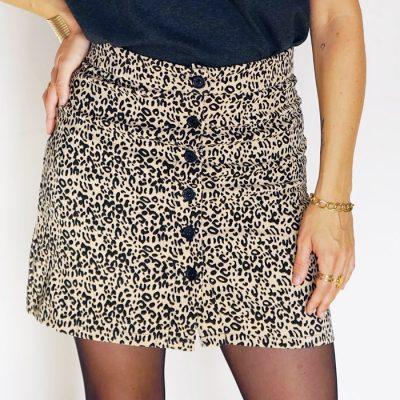 Jupe courte leopard beige creme avec boutons