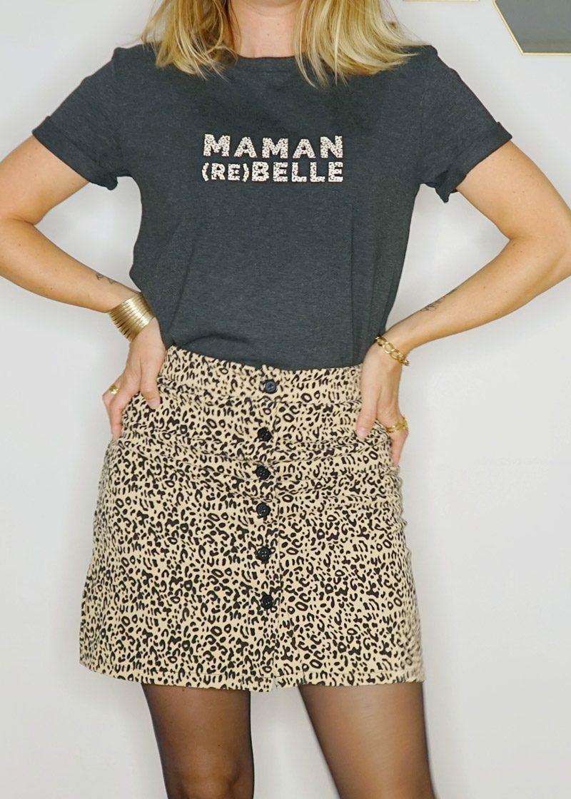 Jupe courte leopard et t-shirt maman rebelle