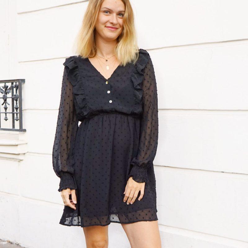 Robe Vicky, parfaite petite robe noire, avec volants et transparence aux manches
