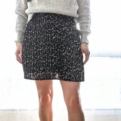 Jupe plissée noire avec motifs colorés