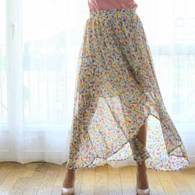 La jupe Eva est dans la tendance de cet été avec ses tulipes colorées et son esprit bohème