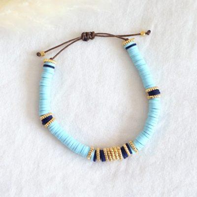 Bracelet de perles heishi turquoise sur fil de jade marron décoré de perles dorées à l'or fin
