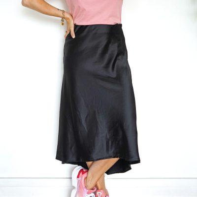 Jupe longue noire satin et asymétrique