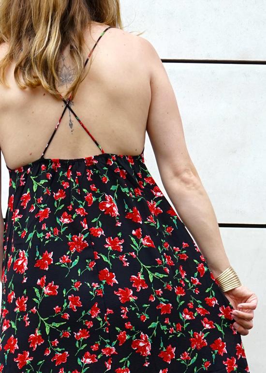 Robe longue noire avec fleurs rouge au dos sexy