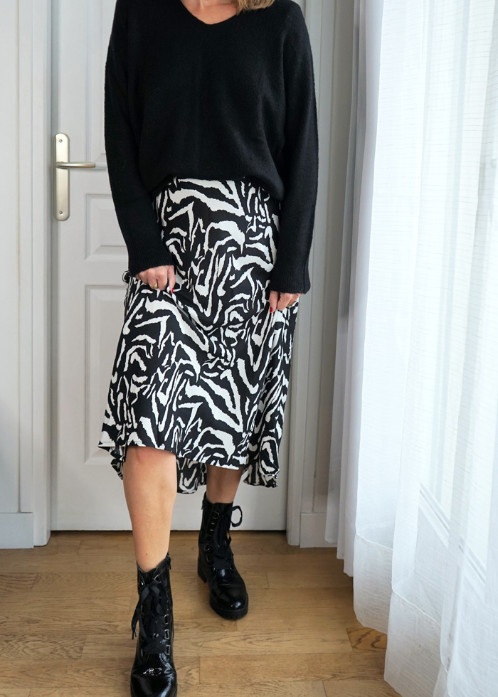Jupe longue imprimé zebre noire et blanche asymétrique et tendance