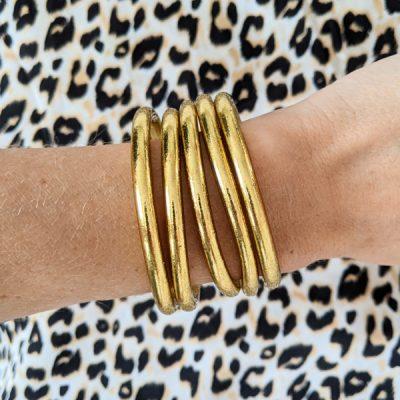 Bracelet jonc bouddhiste porte-bonheur à mantra gravé couleur doré clair