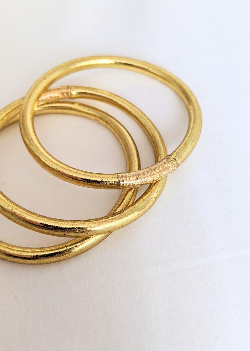 Bracelet jonc bouddhiste porte-bonheur à mantra gravé couleur light gold