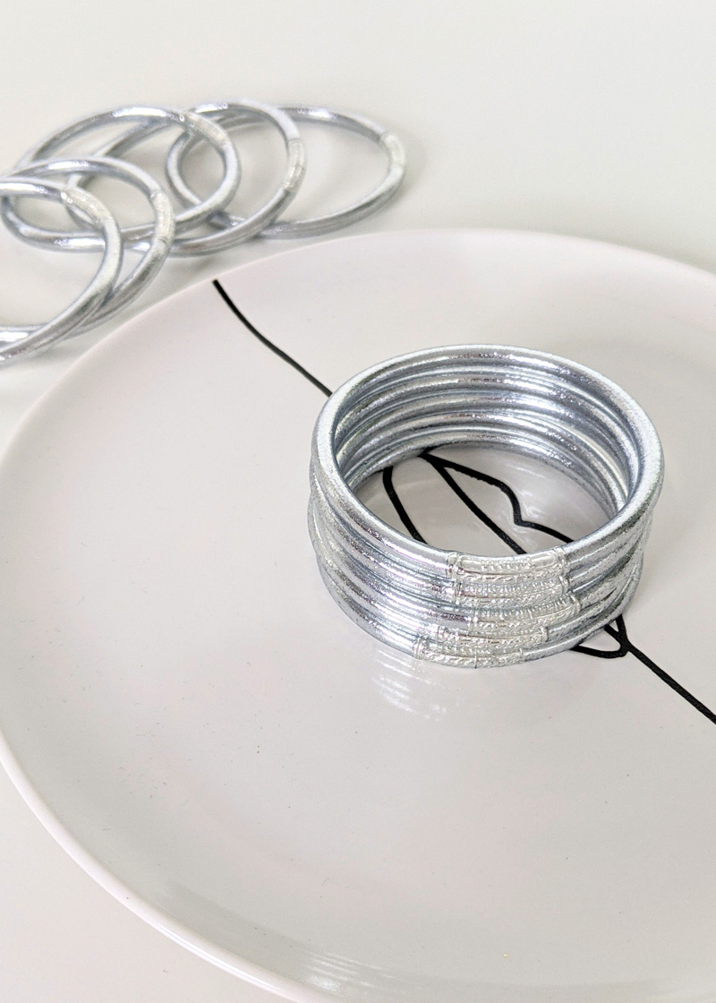 Bracelet jonc bouddhiste porte-bonheur couleur argent
