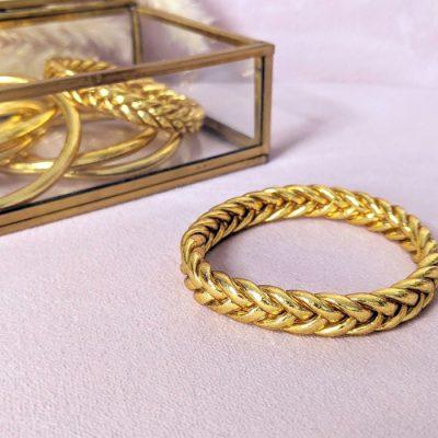 Bracelet-jonc-bouddhiste-mantra-porte-bonheur-tresse-doré