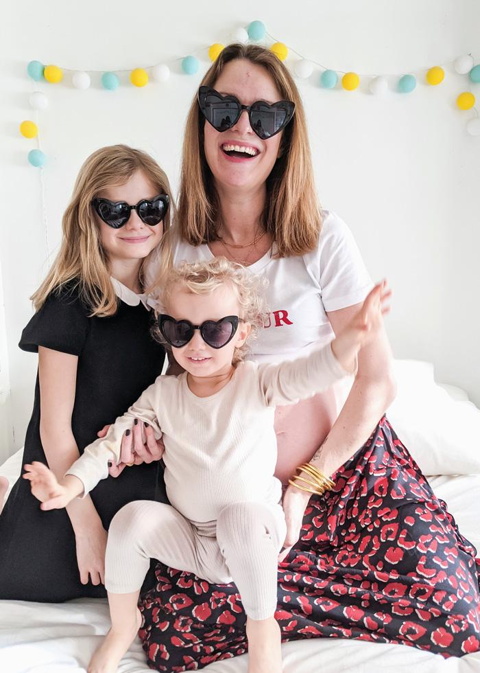 Lunettes de soleil coeur noir pour femme et enfant. Cadeau parfait pour un duo mère-fille