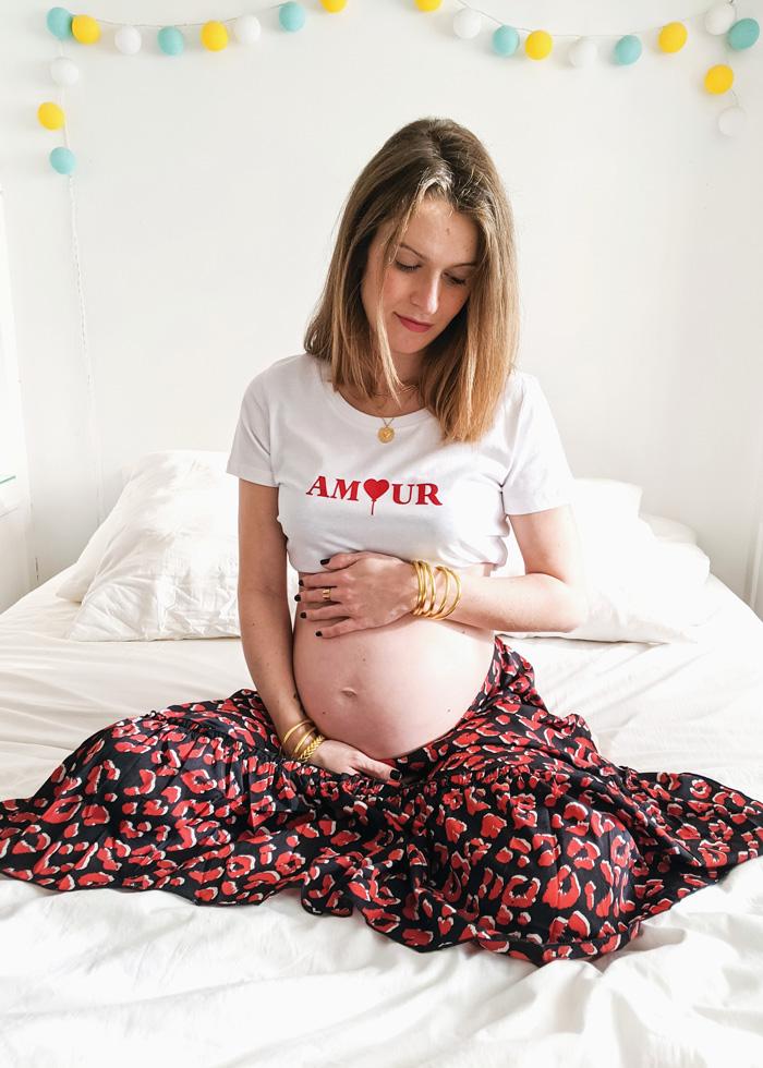 Annonce grossesse originale avec ce tee-shirt amour en velours rouge