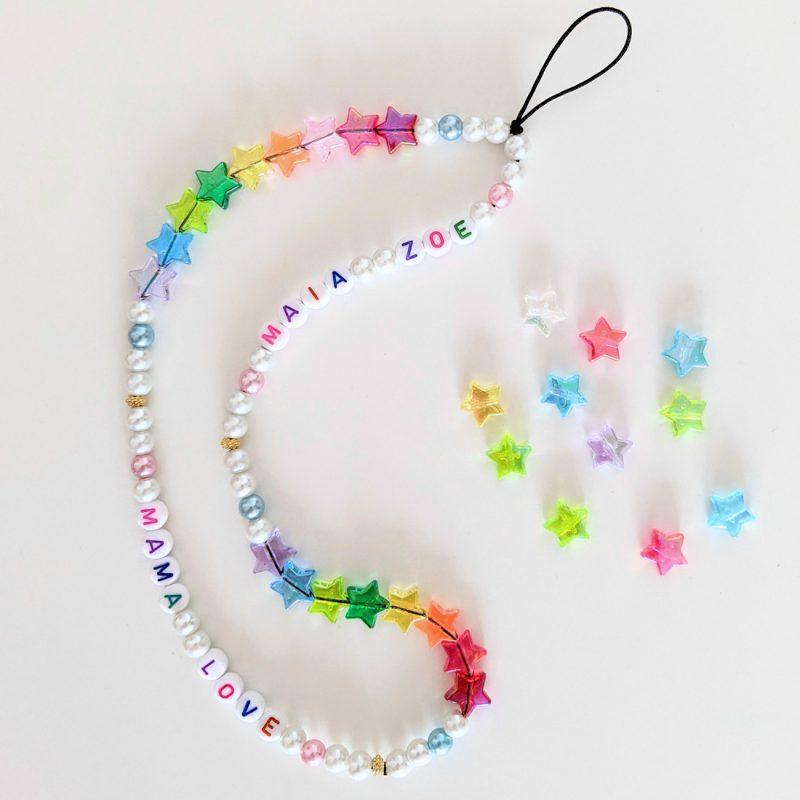 Cordon de telephone personnalisé aux prénoms des enfants ou mots aux perles etoiles arc en ciel