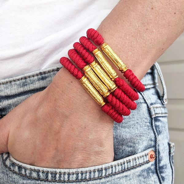 Bracelet bouddhiste rouge et perle dorée à mantra porte bonheur