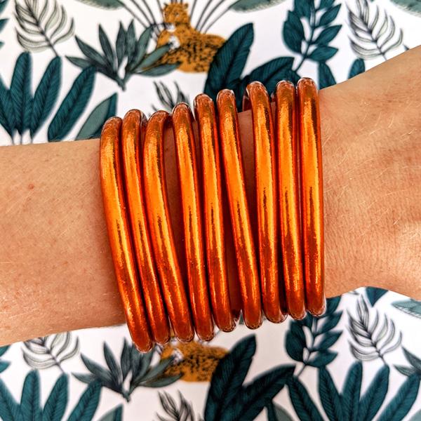 Bracelet jonc bouddhiste orange Maia et Zoé