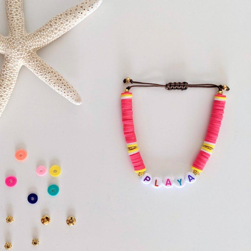 Bracelet Rose corail Little Words Summer edition aux perles heishi et plaqué or, à personnaliser aux prénoms des vos enfants ou d'un mot mantra