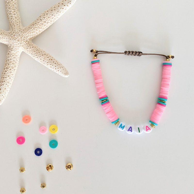 Bracelet rose pastel Little Words Summer edition aux perles heishi et plaqué or, à personnaliser aux prénoms des vos enfants ou d'un mot mantra
