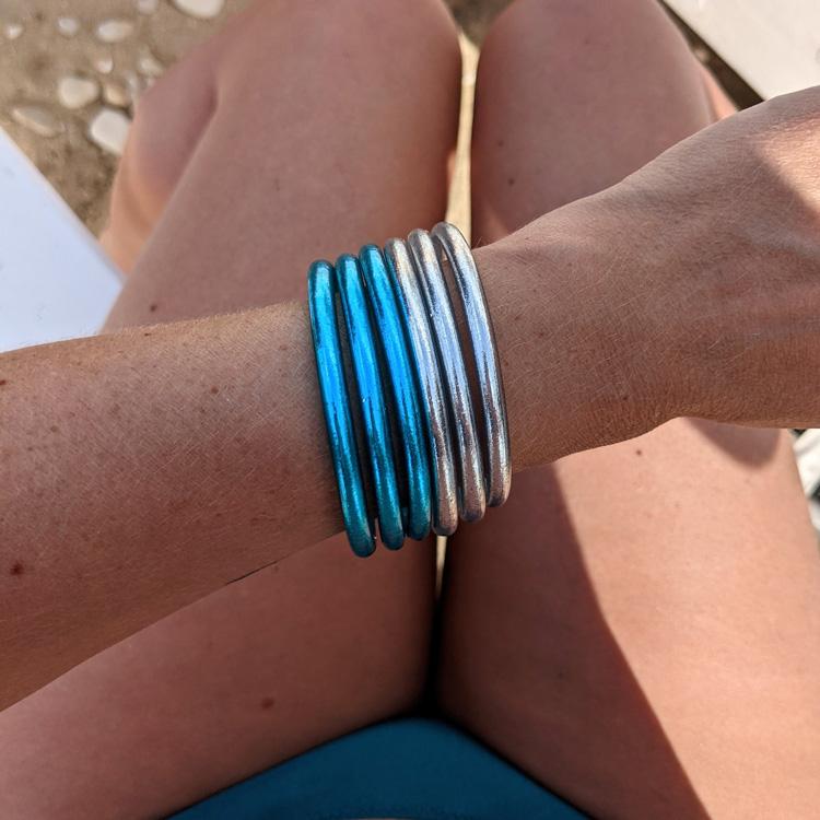 Bracelet-jonc-bouddhiste-bleu-azur-et-argent