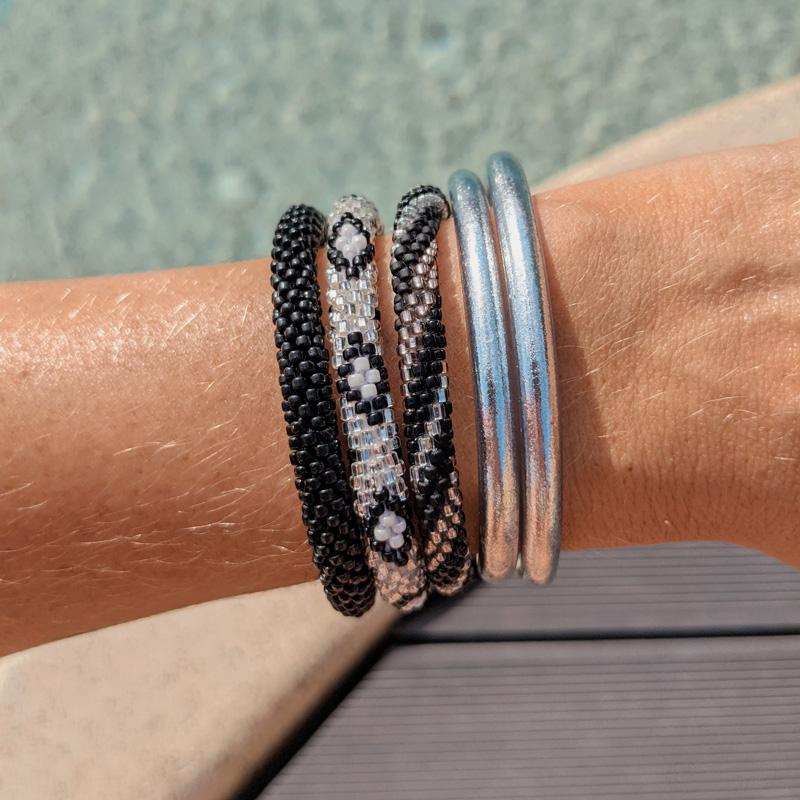 Bracelet népalais noir et argent Maia et Zoé