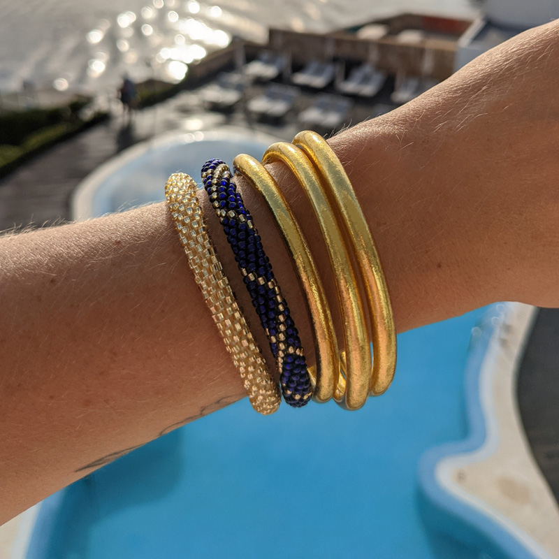 Bracelet népalais bleu nuit et bracelet népalais doré Maia et Zoé