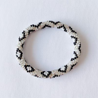 Bracelet népalais blanc imprimé leopard - Maia et Zoé