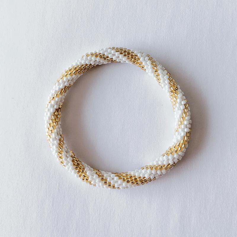Bracelet népalais blanc et doré spirale - Maia et Zoé